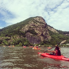 Kayaking to Bannerman Island w/ @jpaqshakur @suedujour @ibiayi @carolineslau in the #HudsonRiver