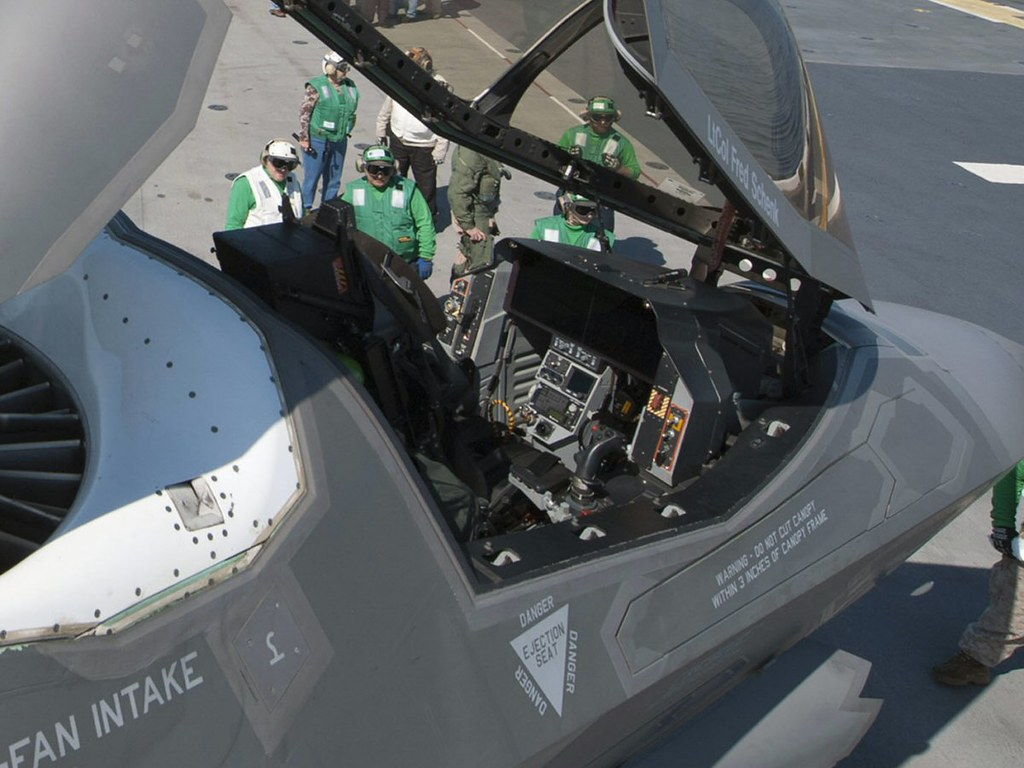 F 35 Joint Strike Fighter Cockpit | www.pixshark.com ... B2 Cockpit Panorama
