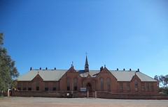 Moonta Mines School opened in 1878. Idential to other schools in this copper mining district such as Wallaroo Mines, Moonta and Wallaroo Schools. It was designed for 800 students but opened with 1,000 students. Now a local museum.