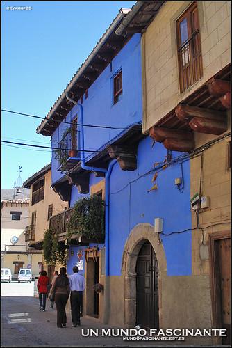 Casa de las Muñecas, Garganta la Olla.