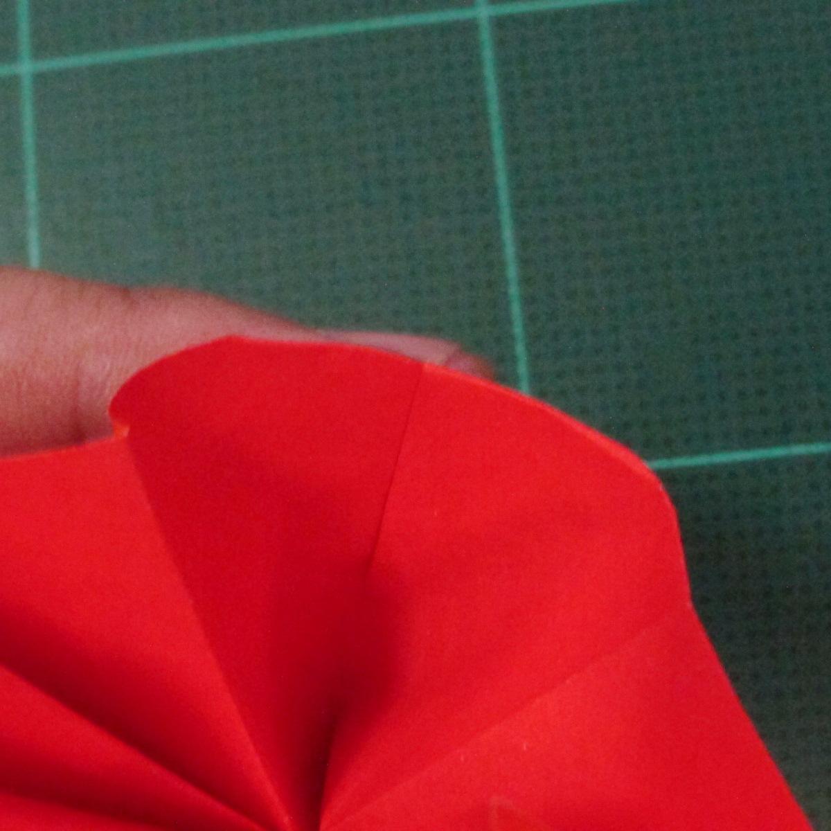 วิธีพับกระดาษเป็นช่อดอกไม้ติดอกเสื้อ (Origami Wedding Chest Flower) 024