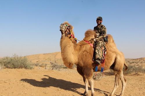 長年關注騰格里沙漠生態威脅的牧民與環保志願者巴依爾。圖片來源:林吉洋