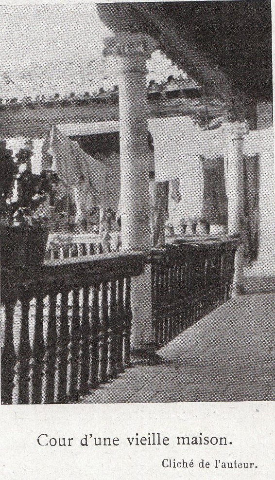 Un patio toledano a comienzos del siglo XX. Fotografía de Élie Lambert publicada en su libro Les Villes d´Art Célebres: Tolède (1925)