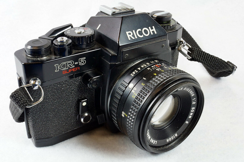 RD15023 Ricoh KR-5 SUPER 35mm SLR Film Camera XR Rikenon 50mm Lens, Sunpak Flash, Mustang Case DSC07459