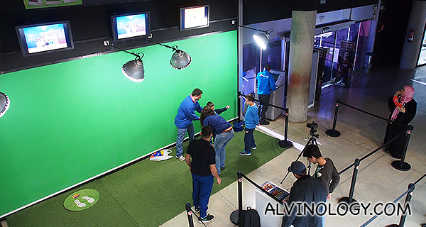 Have your photo taken with your favourite FCB player (on green screen)