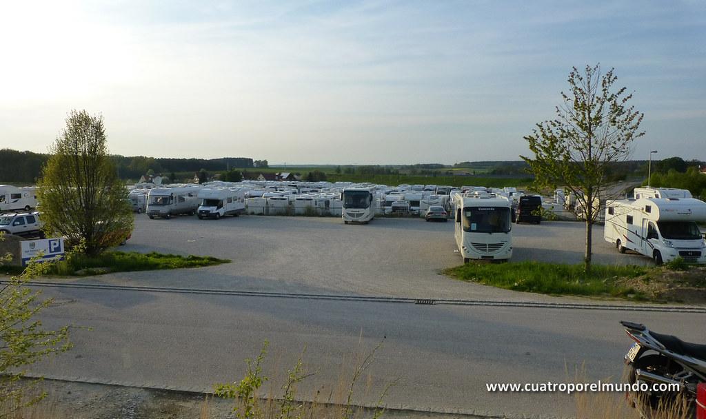 Miles de autocaravanas aparcadas en la exposición de Sulzemoos
