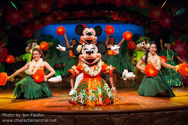 Tokyo May 2014 - Mickey and Minnie's Polynesian Paradise