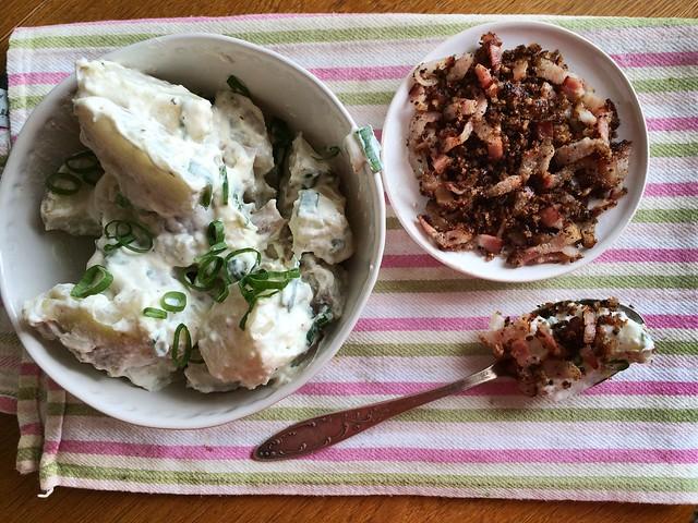 Картофельный салат с беконом пангоаттато