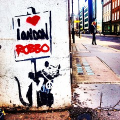 I ❤️ London. #banksy #robbo