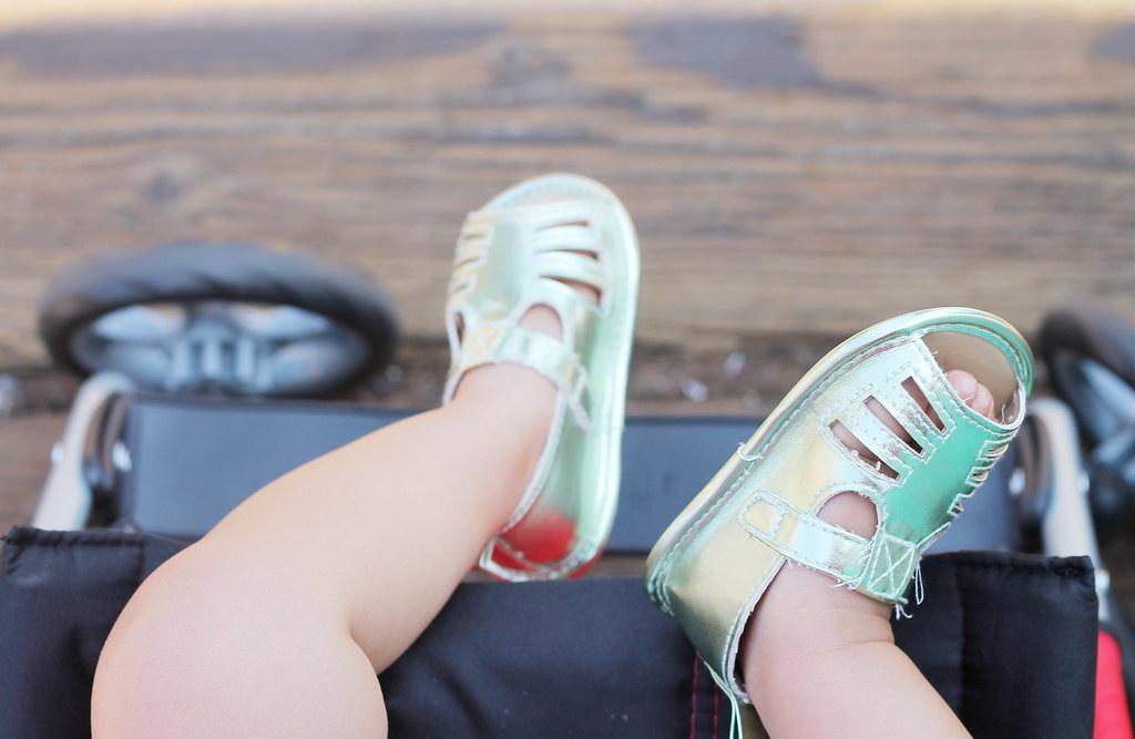 serene's sandals at santa monica pier