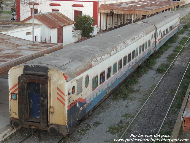 Coches de pasajeros en Estación Rufino.