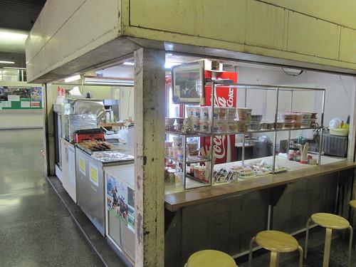 佐賀競馬場の2階売店丸池