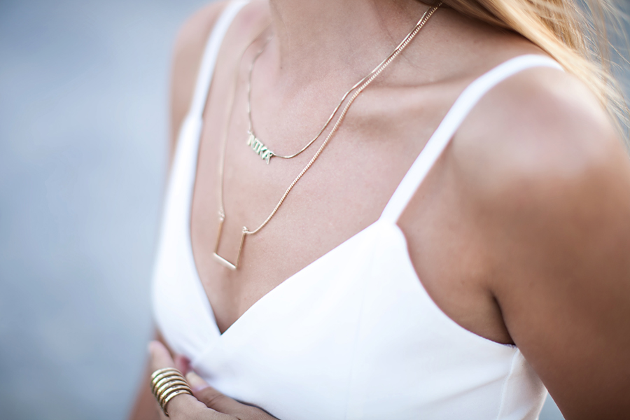 dainty-jewelry-delicate-necklace-fashion-blogger-look-outfit