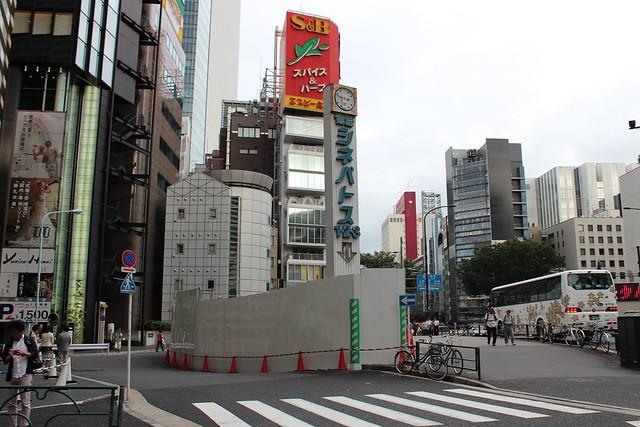 土浦亀城作の三原橋センター解体中 (11)