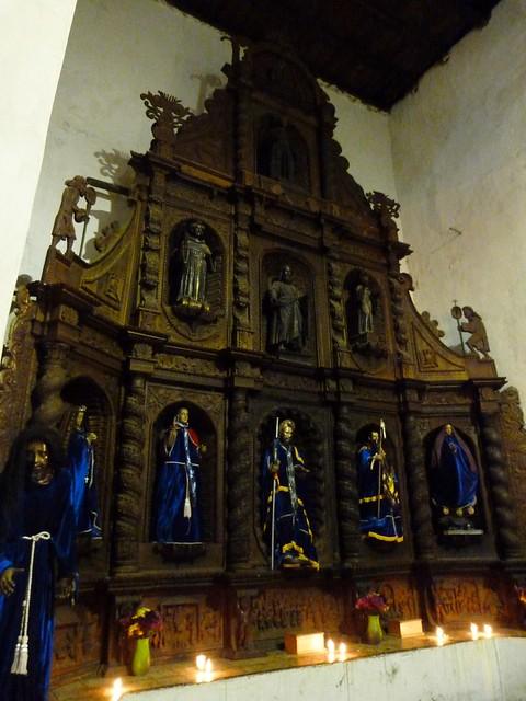 Retablo de la iglesia de Santiago Atitlán (Guatemala)