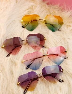A7 Rainbow Heart Sunnies