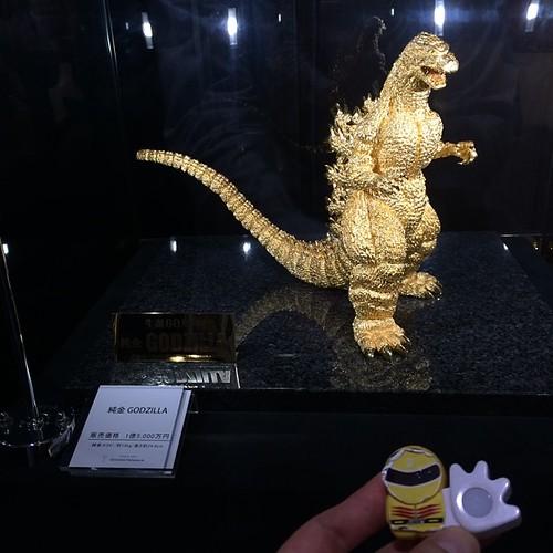 純金製のゴジラ。150,000,000円也。