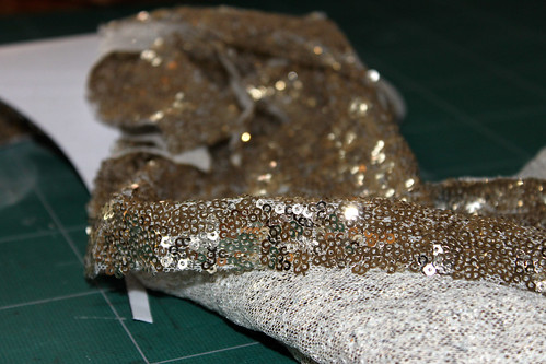 Pimp My Shirt Sequin Application DIY by www.machetwas.blogspot.com #machetwas.blogspot.com #sequins #DIY
