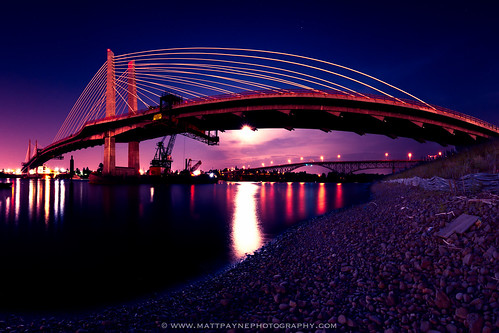 longexposure bridge reflection water night oregon portland landscape bridges pacificnorthwest portlandoregon willametteriver rossislandbridge tilikumcrossing
