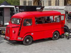 model car(0.0), truck(0.0), fire department(0.0), antique car(0.0), fire apparatus(0.0), automobile(1.0), van(1.0), vehicle(1.0), transport(1.0), citroã«n h van(1.0), minibus(1.0), land vehicle(1.0), motor vehicle(1.0),