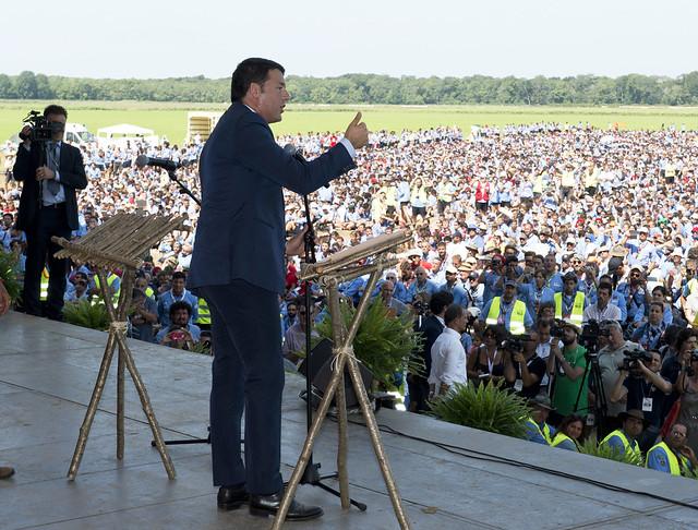 Renzi sfida la minoranza PD : il Governo porra' la questione di fiducia al Senato