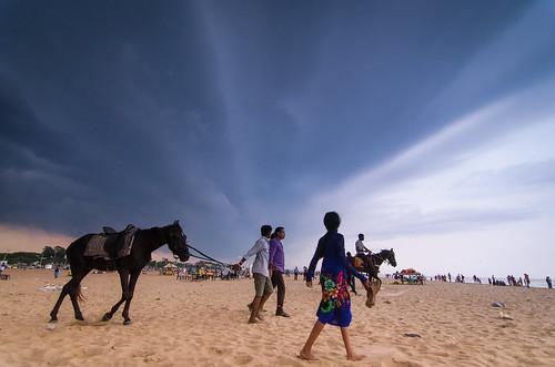 horse beach marina dusk wideangle monsoon marinabeach chennai seashore darkclouds horseride tokina1116 monsooninchennai nikond5100
