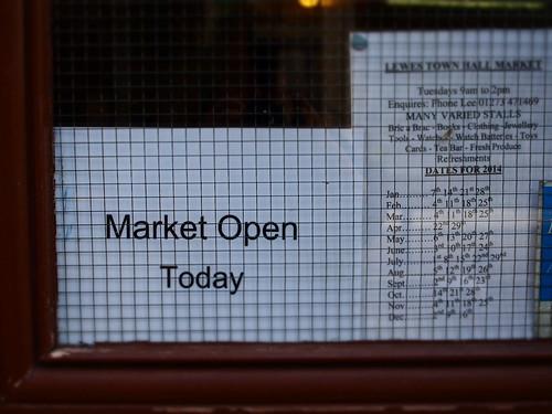 ルイス市庁舎のマーケット