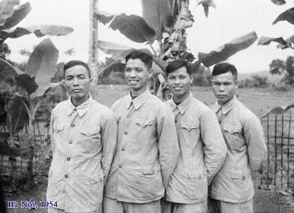 Bên trận địa pháo – Ô Cách, Gia Lâm – Hà Nội (1954)