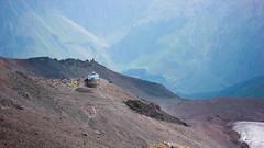 Powrót ze szczytu Kazbek. W końcu docieram do stacji meteo na 3680m.