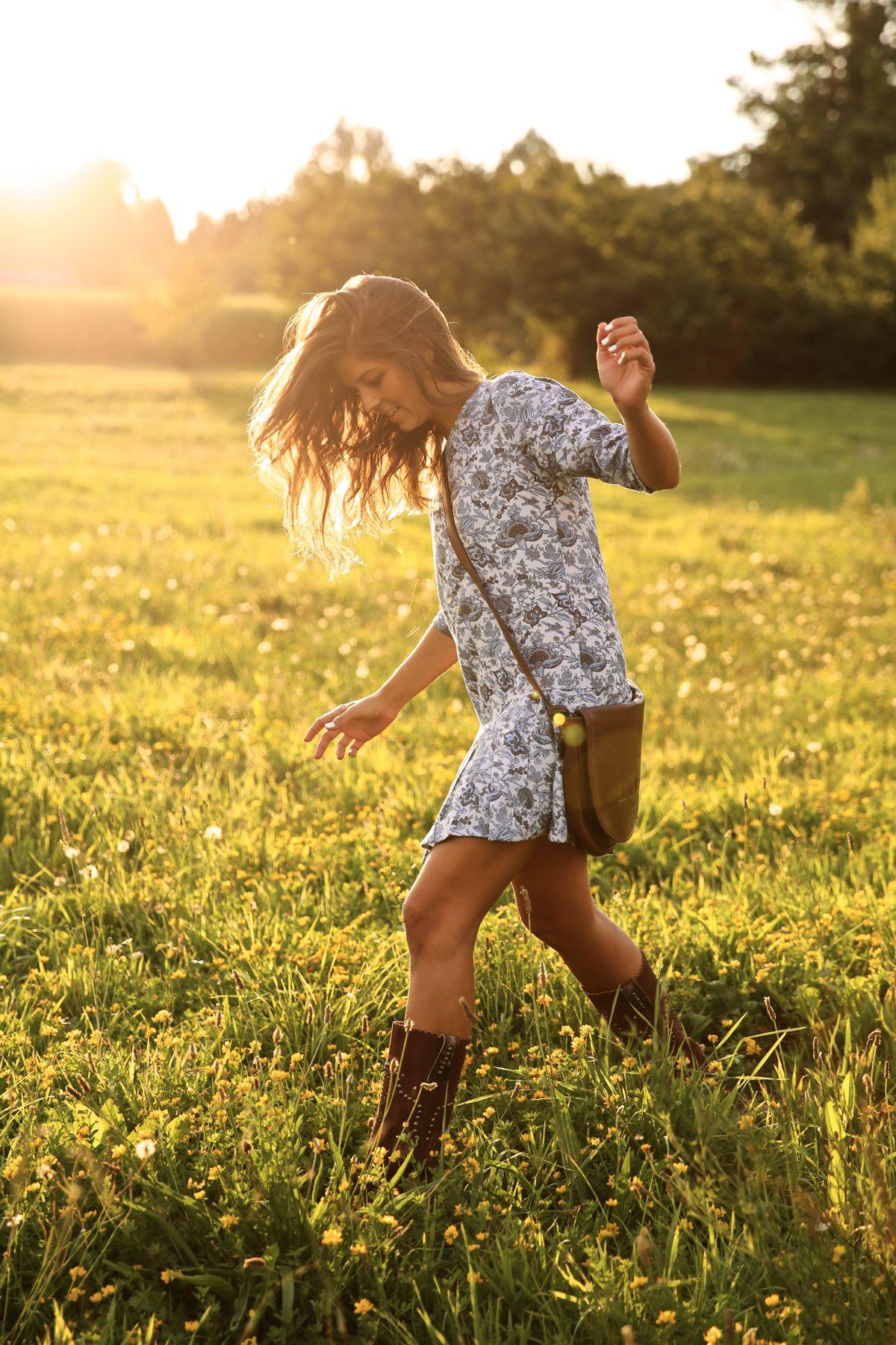 trendy_taste-look-outfit-street_style-ootd-blog-blogger-fashion_spain-moda_españa-cowboy-campero-sendra-cowboy_boots-botas_camperas-loewe-bag-bolso-vestido_flores-flower_print-dress-13