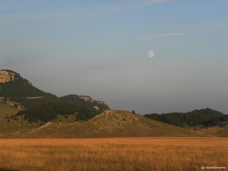la luna sulla piana
