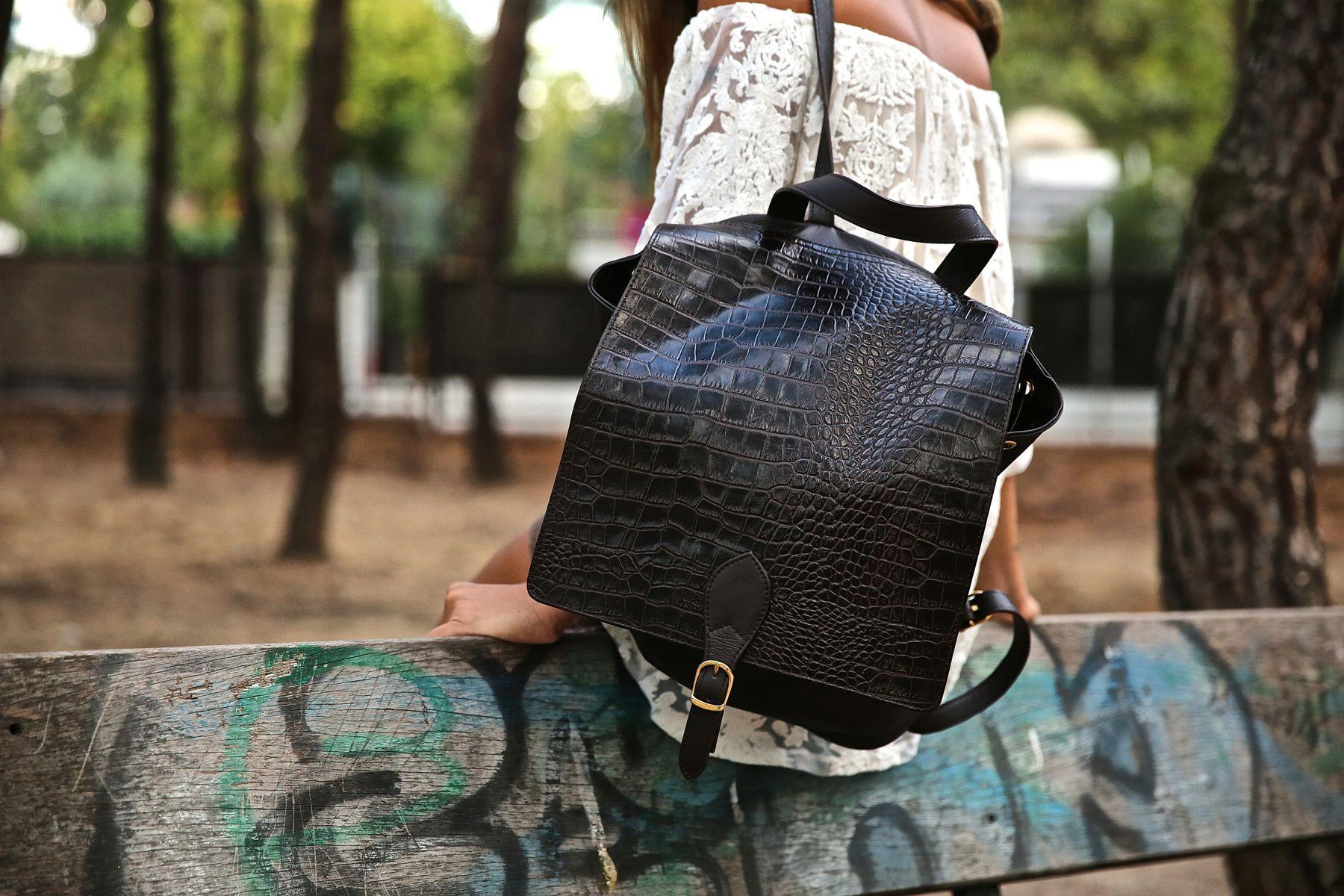 trendy_taste-look-outfit-street_style-ootd-blog-blogger-fashion_spain-moda_españa-primavera/verano-boho-trendy-planes_de_día-lentejuelas-falda-botines-étnico-mochila-crochet-encaje-7