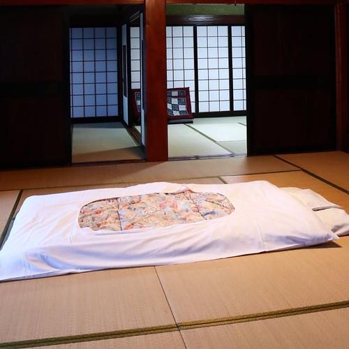 布団を敷いてみた。ホントに広すぎる。 #なんと #南砺 #富山県
