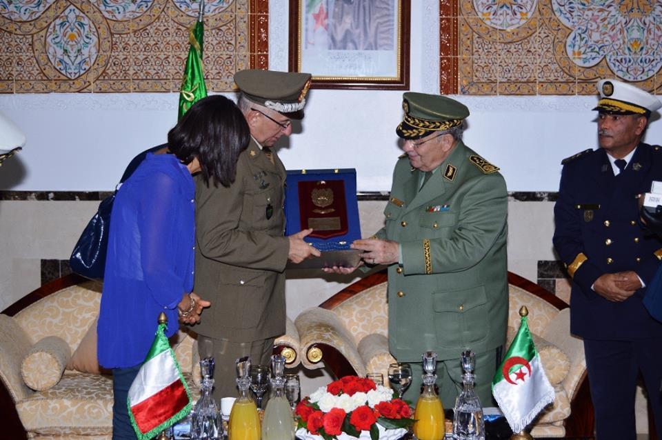 الجزائر : صلاحيات نائب وزير الدفاع الوطني - صفحة 5 30779764345_eed41baee0_o
