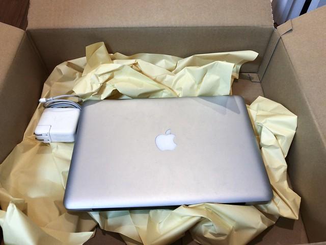 Macbook Proを入れて