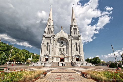 andreamoscato canada america architecture architettura church chiesa chatolic sanctuary shrine building sky clouds cielo nuvole history historic ancient green blue white shadow light perspective view vivid day