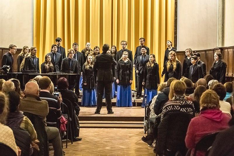 Corona del Mar High School Madrigal Singers 2016 Concert Tour of France