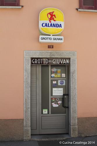 Grotto Giuvan Eingang