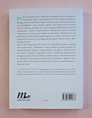 Come finisce il libro, di Alessandro Gazoia (Jumpinschark). minimum fax 2014. Progetto grafico di Riccardo Falcinelli. Quarta di copertina (part.), 3