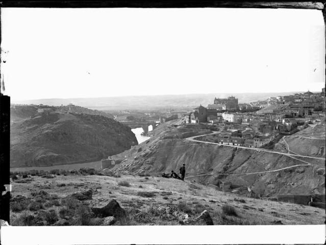 Vista primaveral de Toledo a comienzos del siglo XX. Fotografía de J. Lacoste © MECD, Fototeca del IPCE, signatura VN-22691_P