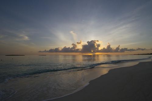beach sunrise cloudy atlantus bahamas paradiseisland