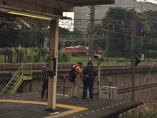 新旧火車 和 拍照的該子 - naniyuutorimannen - 您说什么!