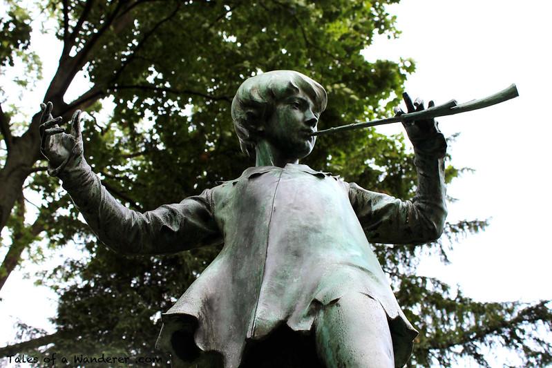 BRUXELLES - Parc du Palais d'Egmont - Statue de Peter Pan