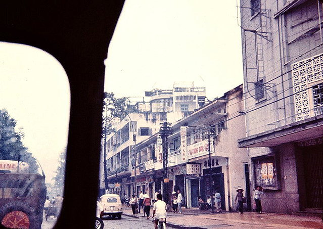 Saigon 1966 - Photo by John Girardeau - Tran Hung Dao Street - Rạp cinéma OSCAR