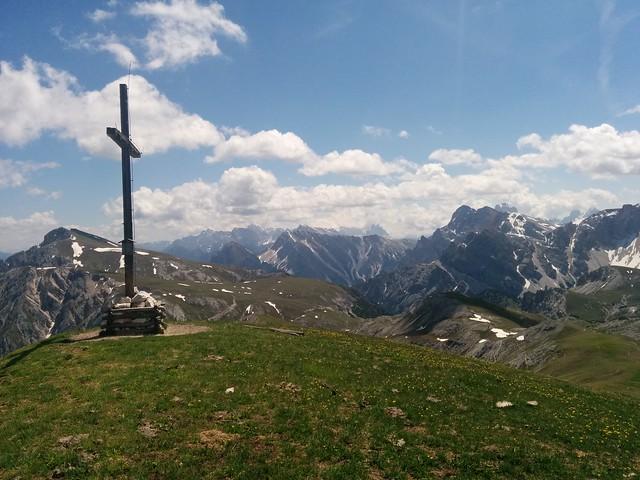 Gipfelkreuz Dreifingerspitze und Aussicht