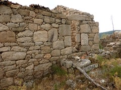 2ème maison de Ghjuncaghjola : la façade avant avec l'escalier et la porte d'entrée