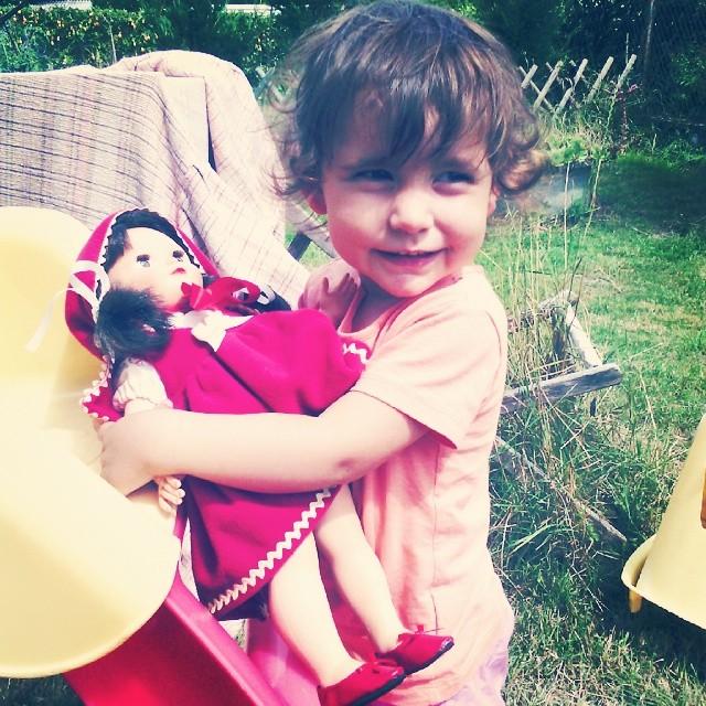 Il y a 2 ans, le 18 juillet 2012, j'achetais cette poupée Francette de chez #petitcollin numéroté. Je l'ai rangé en attendant que Néné soit plus grande. 30 mois ma puce, ce mois-ci et je lui ai enfin offert celle qui sera sa confidente au quotidien. Comme
