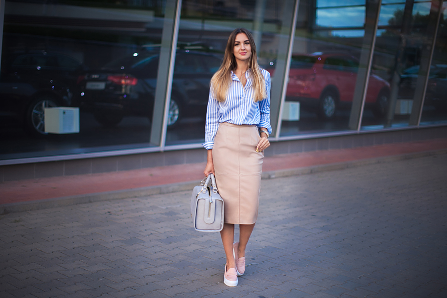 slipons-with-a-skirt-outfit-look-street-style