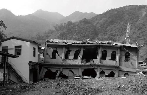 被政府遷下山的新好茶部落在八八風災全數掩埋在溪床裡。圖片提供:台社。