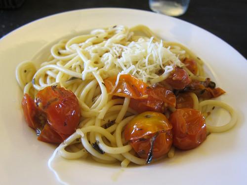Spaguetis amb Tomaquet Xerri i Alfabrega